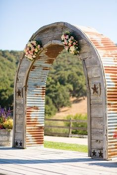 western wedding arch waaay cool!!!! But antlers would be cool to------TAYA