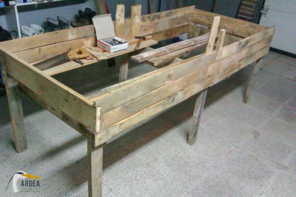 Como construir una mesa de cultivo con palets mesas - Como hacer una mesa con palets ...