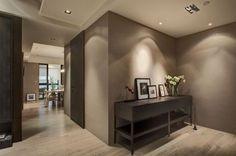 Ingresso+color+tortora - Arredare+con+il+tortora+l%27ingresso+di+casa+per+un+ambiente+classico+ed+elegante.