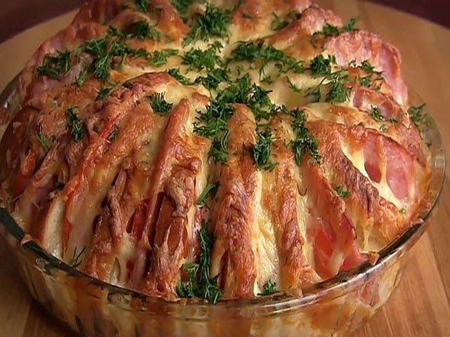 Пирог из батона с колбасой - блюдо которое можно приготовить буквально за 5 минут, пока раздеваются гости) Этот пирог альтернативная заме...