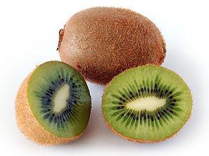 """#Kiwi #kiwi_fruit (Actinidia deliciosa)"""" Actinidia deliciosa, im Deutschen als Kiwi, Chinesischer Strahlengriffel oder Chinesische Stachelbeere bezeichnet, ist eine nur in Kultur vorkommende Art der #Strahlengriffel. #弥 #extensive_full_mí #猕猴桃"""