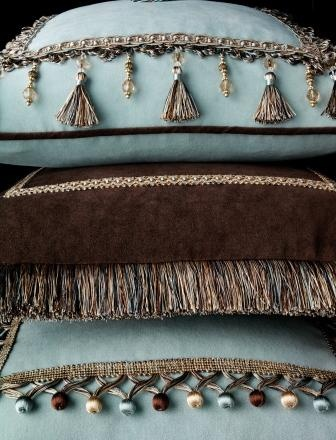 Best 25 chocolate brown couch ideas that you will like on pinterest - Brown sofa with blue pillows ...