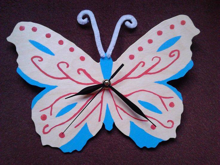 Dřevěné hodiny-motýl