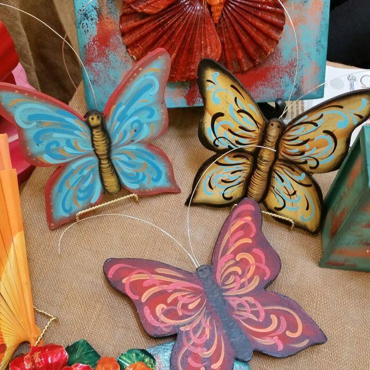 Mariposas en madera pintadas a mano. By SorMed