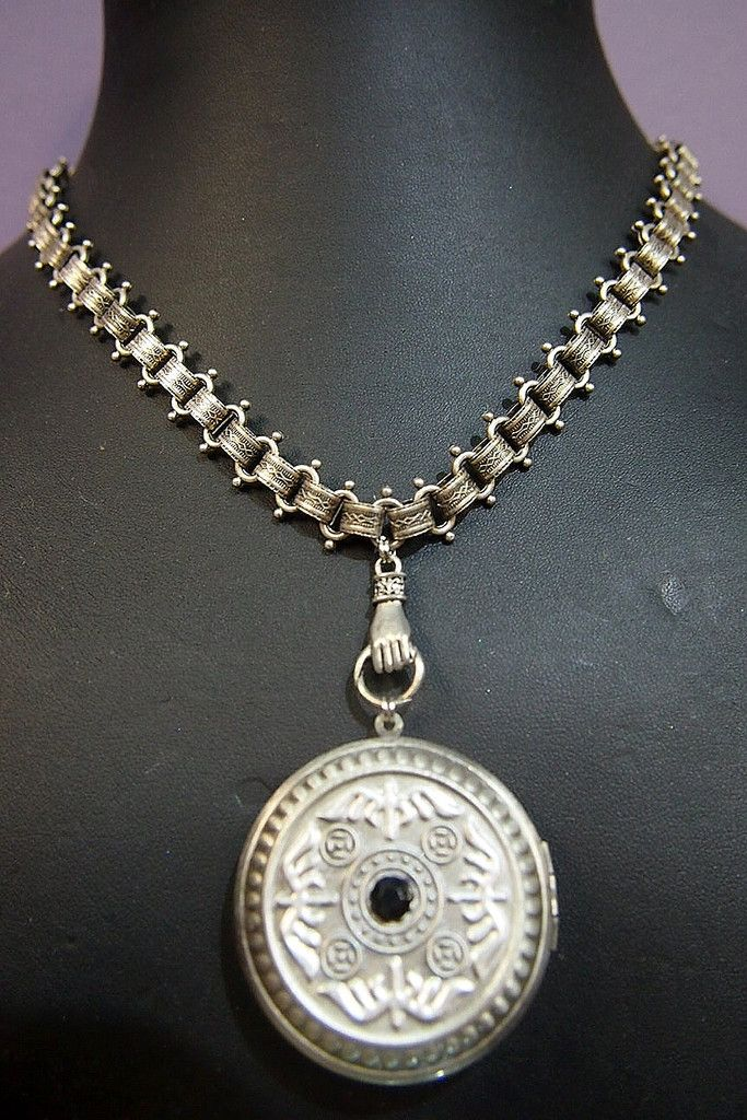Jewellery-Necklace-Antique-Victorian Silverplate Bookchain Necklace with Locket