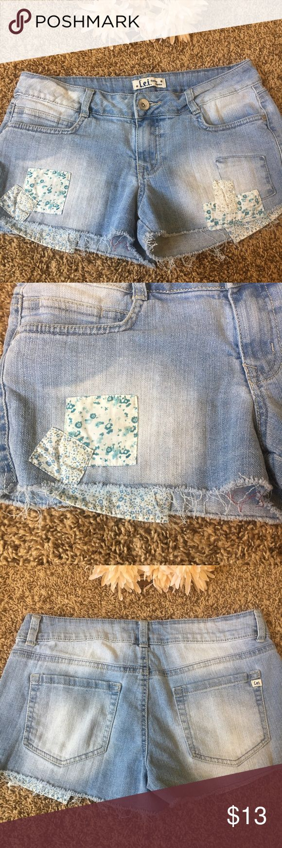 l.e.i. Ashley Lowrise Patchwork Cutoff Shorts These l.e.i. Ashley Lowrise Patchwork Cutoff Shorts are in excellent preloved condition. They are Juniors size 9 Regular. They have adorable quilted patch work and peep-show pockets in a matching floral print! Perfect shorts for the season! l.e.i. Shorts Jean Shorts