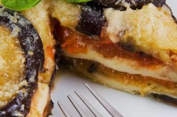 """Abbiamo risvegliato polemiche e appetiti con la nostra selezione di piatti di pasta che un italiano dovrebbe saper cucinare (qui <a href=""""http://d.repubblica.it/cucina/2015/08/17/foto/ricetta_pasta_carbonara_gricia_arrabbiata_pesto_lasagne_tonno-2728625/1/"""">d.repubblica.it/cucina</a>). Questa volta vi proponiamo 7 ricette italiane che ci piacciono molto. E a voi piace cucinarle o, almeno, mangiarle?<br &..."""