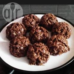 Chocolate cracknell cakes  Ingredients Makes:8cornflake cakes  150g cornflakes 200g golden syrup 120g butter 75g dried milk powder 25g cocoa powder