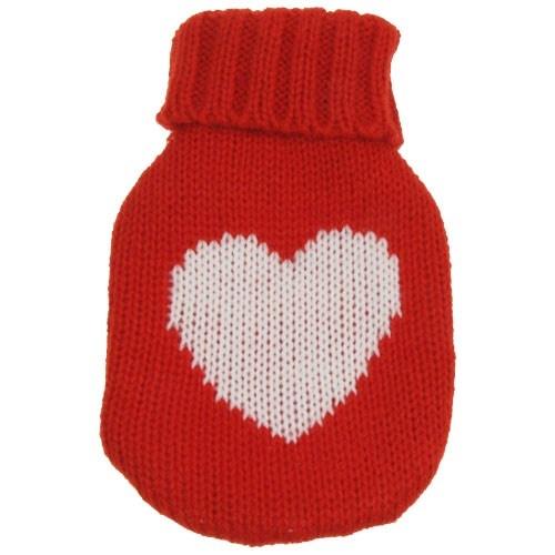 Neredeyse büyükannenizin örgüleri kadar iyi  Soğuk havalarda elleriniz artık Hot Bottle in Knitted Cover ile ısınacak. Güneşli günler tekrar yüzünü gösterene kadar kalp desenli Örgü Kılıflı El Isıtıcıyı yanınızdan hiç ayırmayacaksınız.