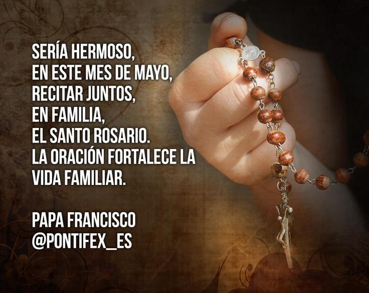 En este mes de mayo, mes de María, el Papa nos pide rezar el Rosario en familia. Agreguemos este propósito a nuestras metas de este mes.