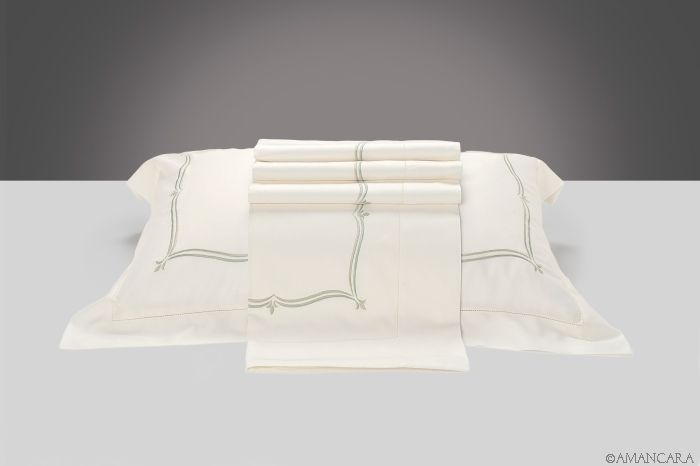 A crisp bed set to add a touch of authenticity to your bed.