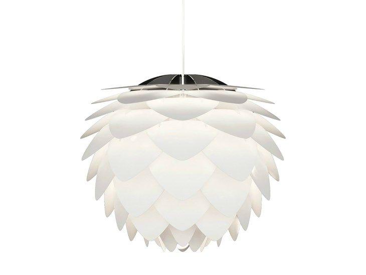 Lampa wisząca małych rozmiarów składająca się ze struktury z poliwęglanu, płatków rozpraszających światło z białego polipropylenu, białego materiałowego przewodu zasilającego i białej rozety.Jak kwiat ...