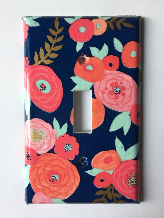 Navy blue background with beautiful coral, mint green, and gold flowers. A very unique pattern would be great in a gender neutral nursery! Or bedroom! Screws are included for easy installation. Please use the drop down menu to make your size selection Coral Decor / Light Switch