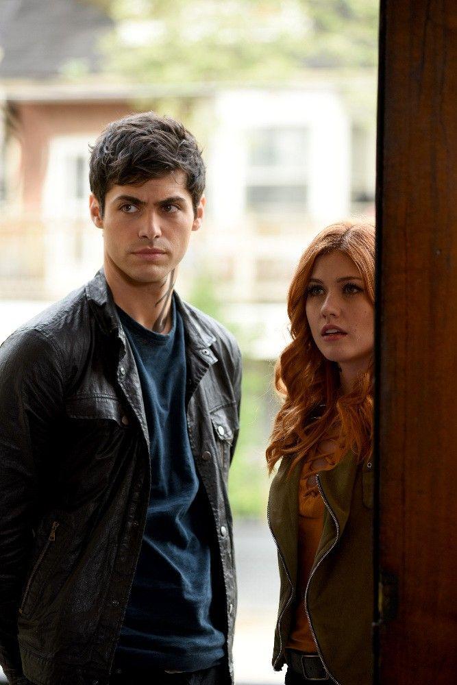 Alec E Clary Is Your Boyfriend Shadowhunters Matthew Daddario Shadowhunters Tv Show