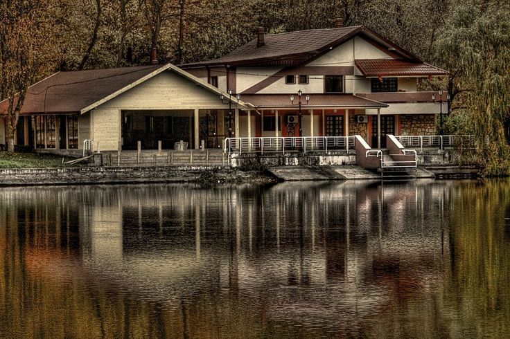 Best Lake House