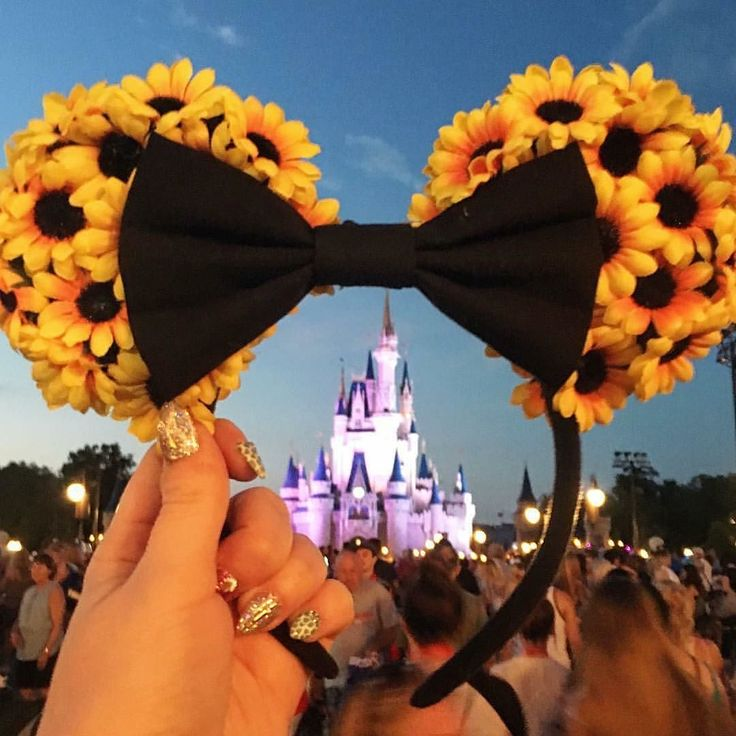 @martinisandmascara gave me the little girl feels over the Cinderella castle sunflower Minnie Mouse ears and my all time love in life: sparkly nails. by kattclaws | @blckrc
