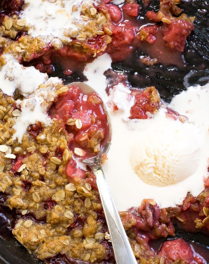 Super Easy Strawberry Crisp. The perfect dessert for summer! Hi guys! It'sKelley back from Chef Savvy! Today I am sharing with you this EasyStrawberry Crisp! I love making crisps and cobblers during the summer.This fruit crisp takes only 10 minutes of prep time, 40minutes in the oven and requires only 8 ingredients! The crumb topping …