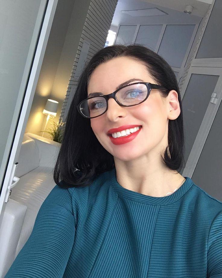 """lanaastafieva: """"Если для того чтобы зубы стали белее вам недостаточно просто сильно загореть тогда нужно идти в @dentalstudioukg 20 мин. и зубки-жемчужины и главное свои а не взятые напрокат..."""""""