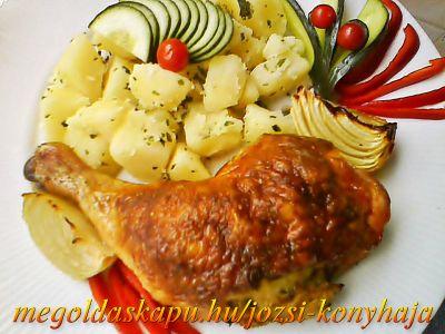 Töltött csirkecomb http://megoldaskapu.hu/csirkecomb-receptek/toltott-csirkecomb • 6 db csirkecomb • 4 db tojás • 3 db zsemle • 20 dkg húsos füstölt szalonna • 2 fej vöröshagyma • só • őrölt bors • ételízesítő • szárnyas fűszer • 2 ek liba vagy kacsazsír • 1 cs petrezselyem zöld