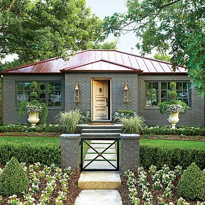 Wow! This makeover is fabulous! They have transformed the yard into a garden oasis that looks inviting; a place I would want to spend all my free time! Makes me want to transform my yard! Arkansas Garden Cottage Makeover - Southern Living
