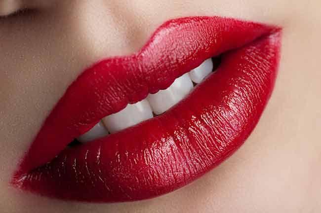 Красные губы для трансляции сексуального образа