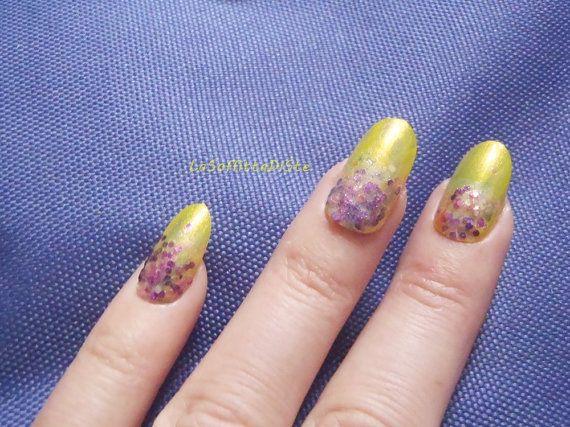 yellow purple nails almond glossy oval shape di LaSoffittaDiSte