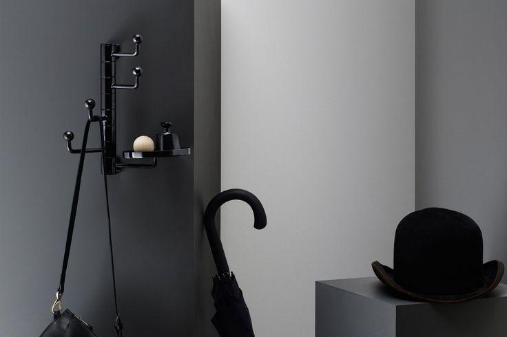 Den innovativa väggkroken Butler är sprungen ur Tingest populära multifunktionsljusstake Servitören. Butler monteras lätt på väggen och de vridbara armarna skapar plats för många plagg. Den lilla brickan blir den perfekta platsen för dina nycklar eller accessoarer. Brickan kan monteras på valfri krok. Butler är tillverkad i stål, lackerad med matt strukturlack i svart eller vitt och kommer i två olika storlekar.FormgivningAlexander Lervik.