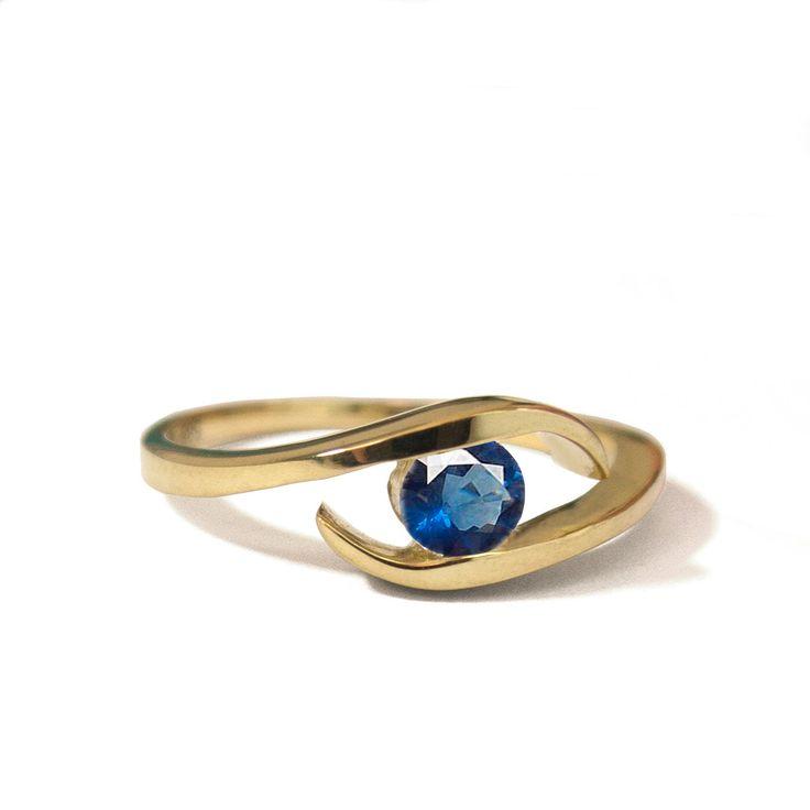 Saffier ring - 14k gouden ring , Geel goud , Trouwring, Handgemaakte ring , Filigraan, Art Nouveau, Verlovingsring, Eenvoudige ring , Antiek door DORONMERAVCLASSICS op Etsy https://www.etsy.com/nl/listing/201365033/saffier-ring-14k-gouden-ring-geel-goud