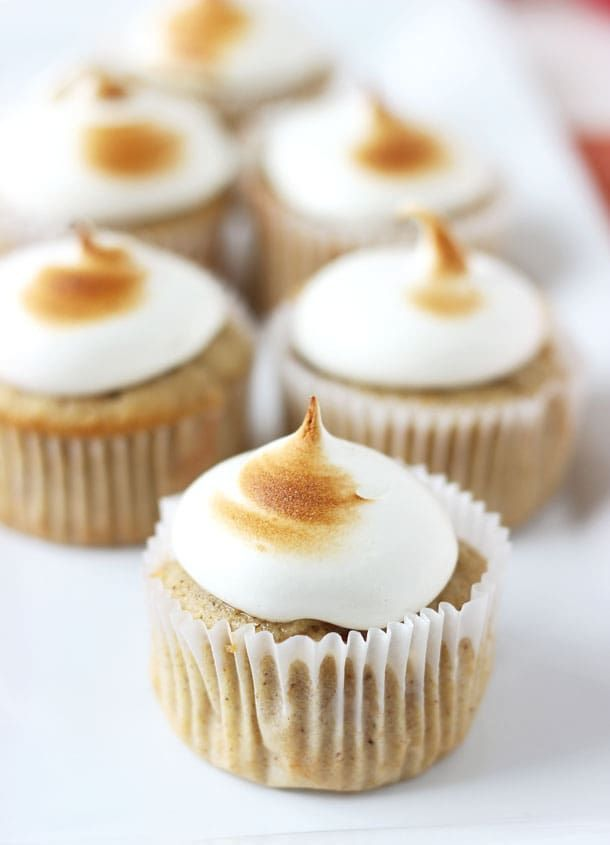 Spiced Apple Cupcakes with Marshmallow Frosting: Perfectly spiced apple cupcakes are filled with caramelized apple chunks and topped with a silky smooth and fluffy maple marshmallow frosting. #cupcakes #apple