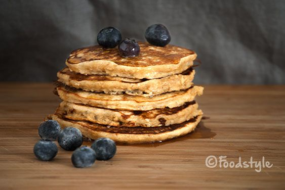 havermoutpancake blauwe bes: 90 gr havermout 1 banaan 1tl bakpoeder 2 eieren 160 ml griekse yoghurt 1 tl kaneel 1 tl vanille extract