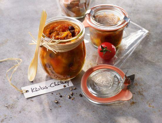 Kürbis-Chutney schmeckt vorzüglich zu gebratenem Geflügel und würzigem Käse oder einfach zu frischgebackenem Brot und ist ein tolles Mitbringsel.