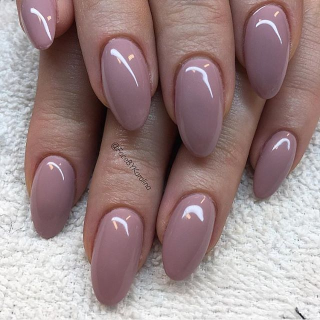 Think you can't do gel nails at home like this one by @facebykarolina? Think again! Check out this easy tutorial for that professional-looking manicure! #linkinbio