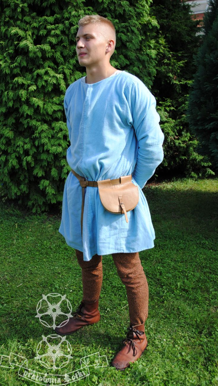 Woollen tunic with lining, 14-15 c., out of Herjolfsnes no. 43 pattern. Inner stiches made with a sewing machine, hemming and every visible stich were hand-made.