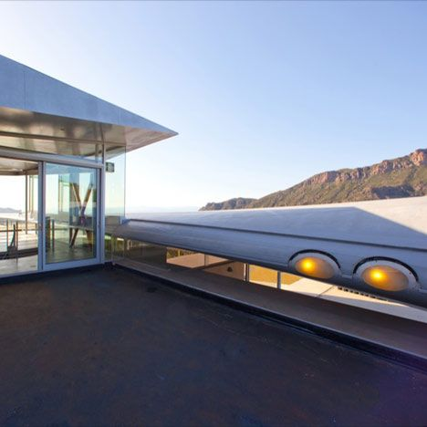 747 Airplane House (by Studio of Environmental Architecture in Malibu)