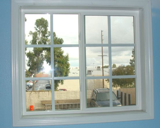Simonton vinyl window with grids and wood trim home for Vinyl home windows