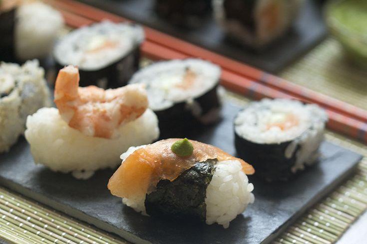 Nigiri-sushi de salmón y langostinos. Receta japonesa con Thermomix « Thermomix en el mundo