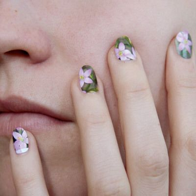 Nails from postage stamps.: Stamps Nails, Stamps Manicures, Nails Art, Fingernail Art, Spring Nails, Flowers Prints, Nails Polish, Nails Decor, Postage Stamps