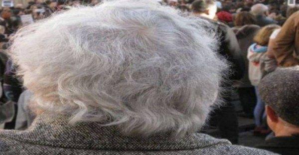 """Θα πάθετε ΠΛΑΚΑ! ΙΔΟΥ πως θα επαναφέρετε τα γκρίζα μαλλιά σας στο φυσικό τους χρώμα! Ρόφημα – """"θαύμα""""!!!"""