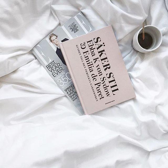 Snart helg Vi feirer med kaffe og dette herlige bildet fra @stylizimoblog! #soverom #flatlay #stylizimoblog