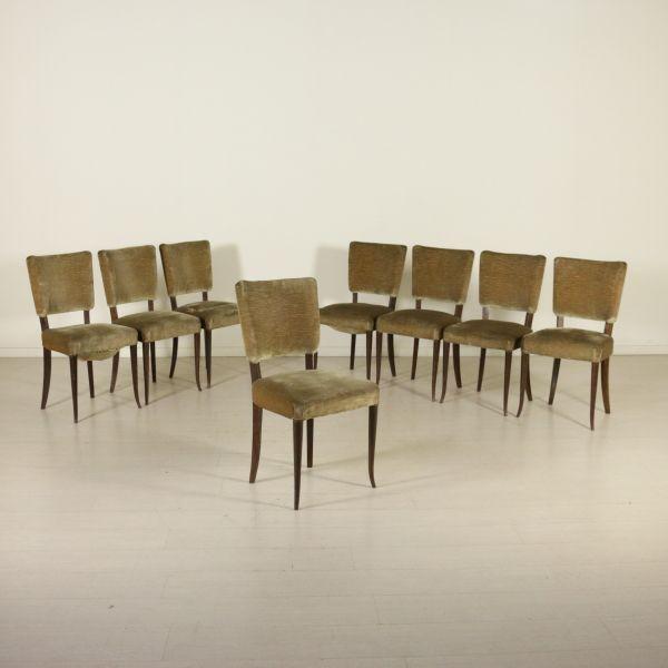 Gruppo di otto sedie; imbottitura a molle, rivestimento in velluto.