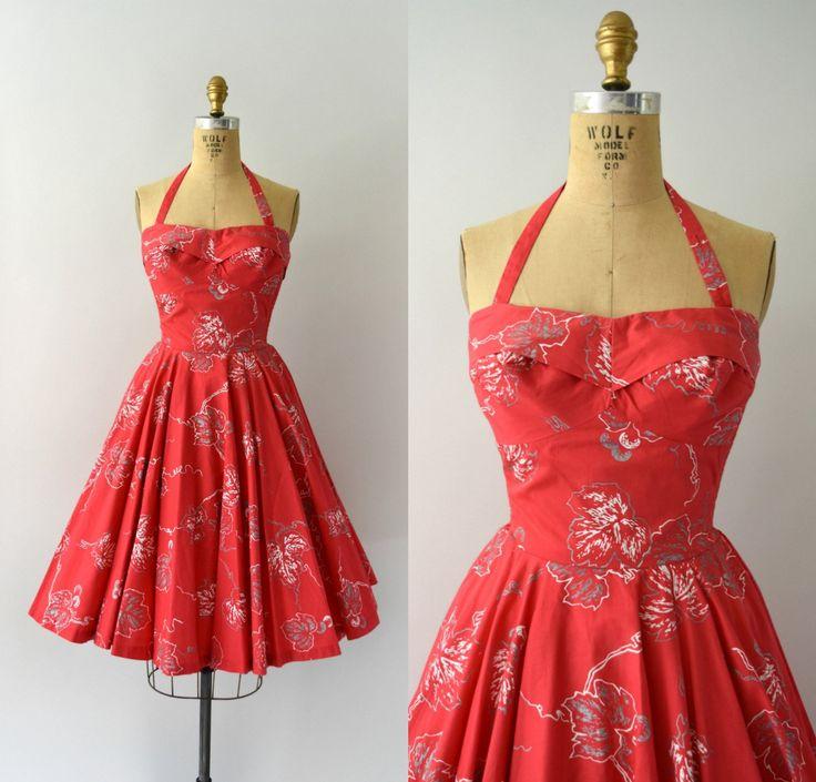Prachtige vintage jaren 1950 jurk, hot pink katoen met een unieke zilveren en witte blad afdrukontwerp hele liefje bodice uitgerust met bijgevoegde banden, smocked stretch zijpanelen, volledige cirkel rok, verwisselbare halter hals en verborgen terug metalen ritssluiting.  ---M E EEN S U R E M E N T S---  Pasvorm/maat: XS  Bust: 32-inch Taille: 24 Heupen: gratis  Maker/merk: Galabash House Voorwaarde: Uitstekende (rits werkt geweldig, gewoon te klein voor mijn jurk-formulier.)  - - ...