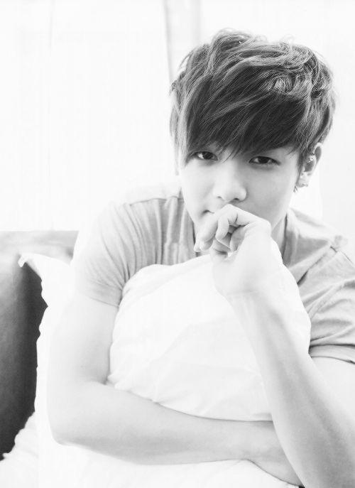 Kang Min Hyuk...what are you looking at?