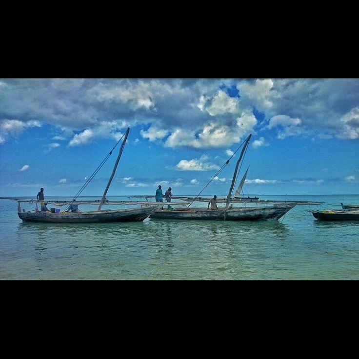 Pescadores en las aguas de Zanzibar.
