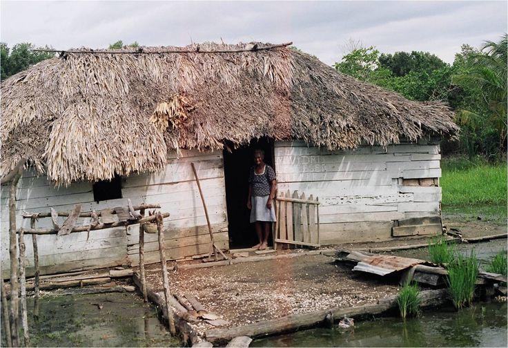 Llaman la atención los rasgos de esta cultura anfibia: relaciones sociales y culturales basadas en la confianza, la solidaridad y el desarrollo de formas armónicas de contacto con el medio ambiente y de uso de los recursos naturales.