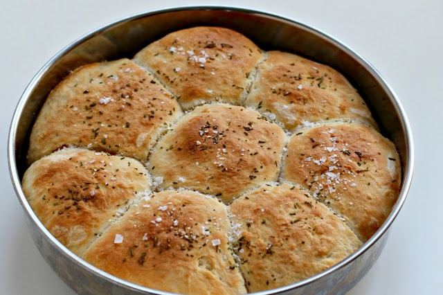 Buttered Rosemary Rolls | adapted from The Pioneer Woman | Bread is my ...