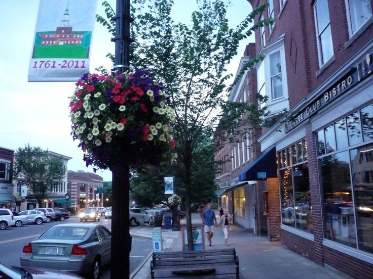 """Downtown #Hanover, N.H., is beautiful! The presence of Dartmouth College with its five acre """"The Green,"""" and 19th century buildings, wide sidewalks, a great mix of shops and restaurants with excellent signage and lighting, hanging flower baskets in the summer and benches along the way create this downtown bliss"""