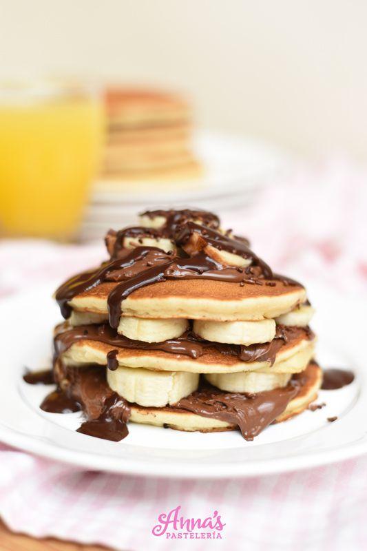 Las mejor receta de pancakes (panqueques - tortitas - panqueques - hotcakes - como las llamen!!) de TODO el planeta, en serio, son increíblemente esponjosas y suaves y con el mejor sabor del mundo. Son las mejores pancakes, mejoradas de Annas Pasteleria - Best buttermilk pancakes in the whole wide world!!! from www.annaspasteleria.com - Chocolate nutella banana pancakes - Panqueques con nutella y bananas