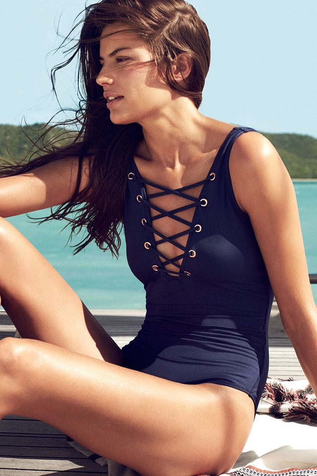 Make waves in striking swimwear! | H&M Swim