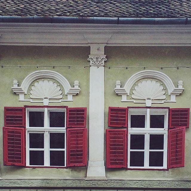 Open up to me. #windows #brasov #piatasfatului #FreezFram #arhitecture #vsco #vscocam #vscodaily #MadeInBrasov