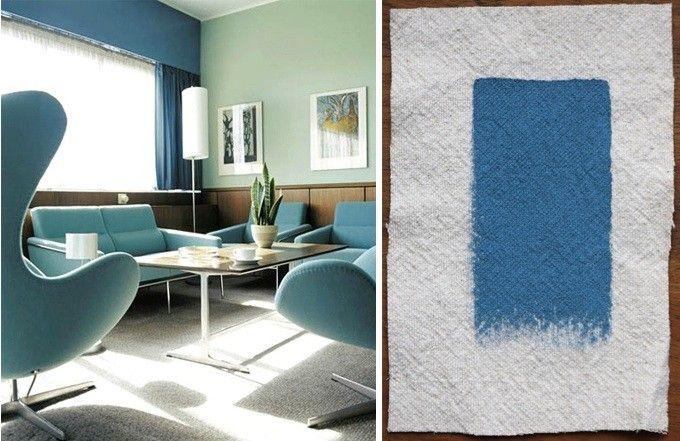 Azul mediano, desde uno mas suave, en las paredes, el medio en los hermosos sillones y intenso en las cortinas, perfectamente acogedor